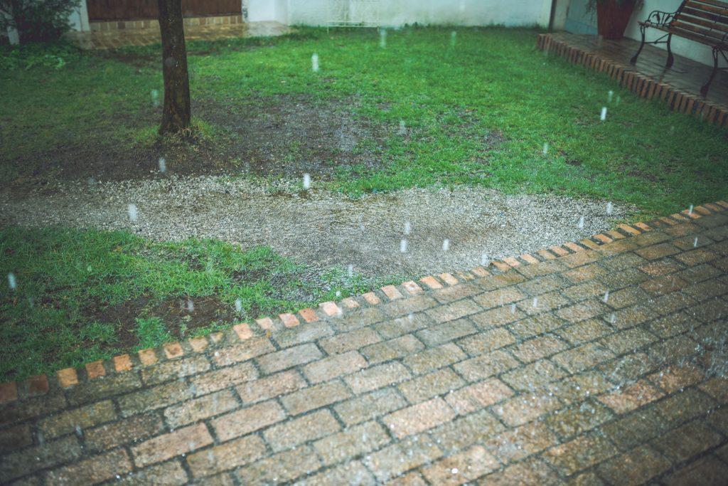 のぼりは雨の日に使用しても良いのか