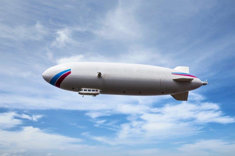 飛行船広告は看板!?いったいどれくらいの人が見るんだろう?