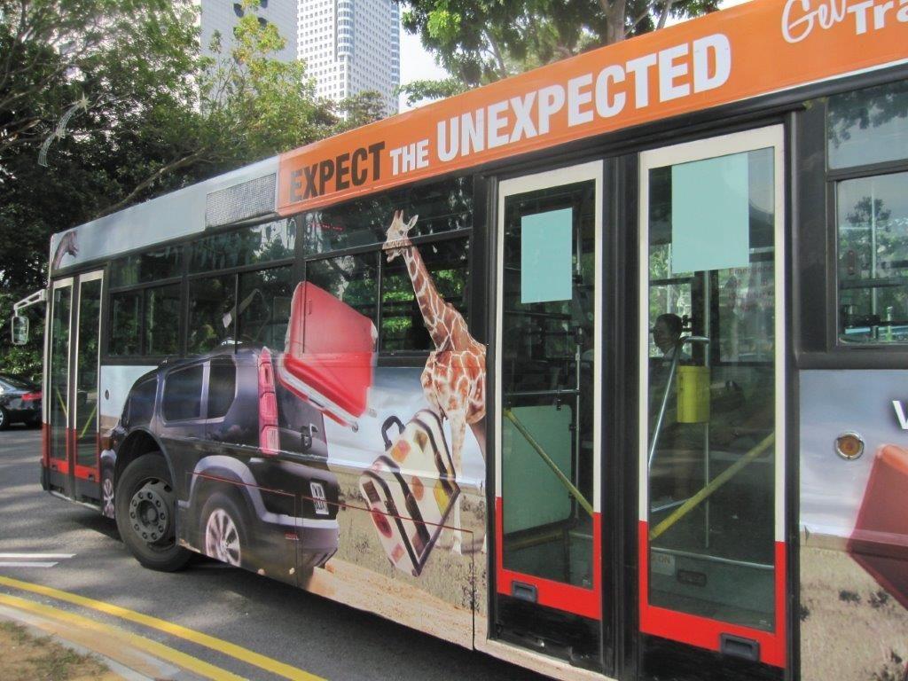 ラッピングバスは走る看板だ!