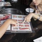 焼肉店を経営する方必見!ポスターでの効果的なレイアウト方法をご紹介します!