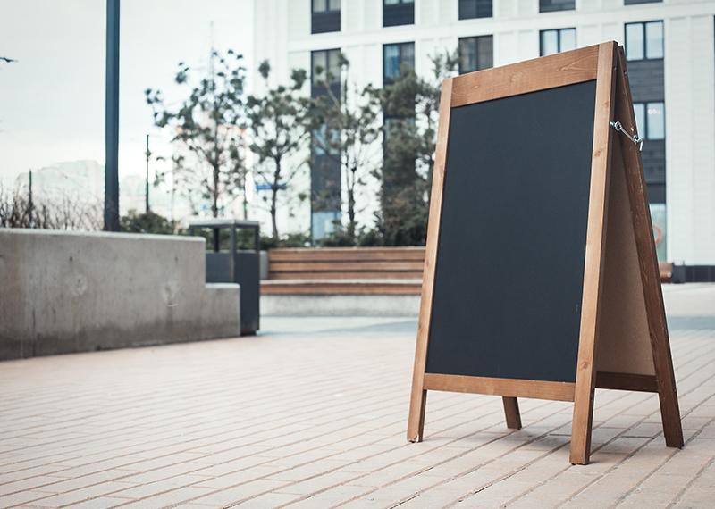 道路に看板を設置する際のポイント|集客効果を高めよう