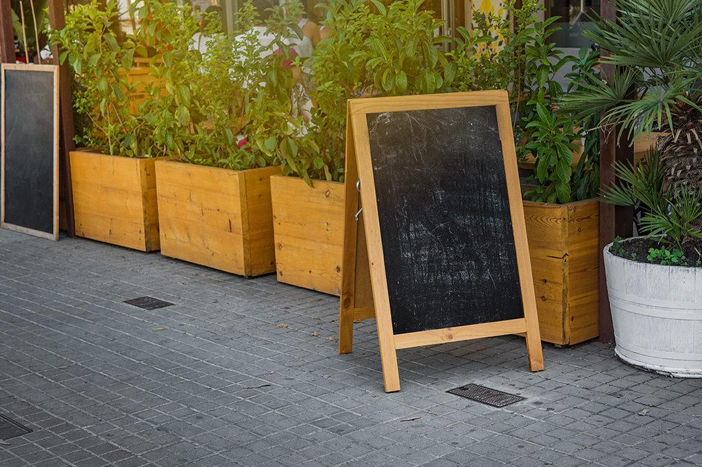 道路看板の活用方法を知ろう|看板の種類から設置場所まで